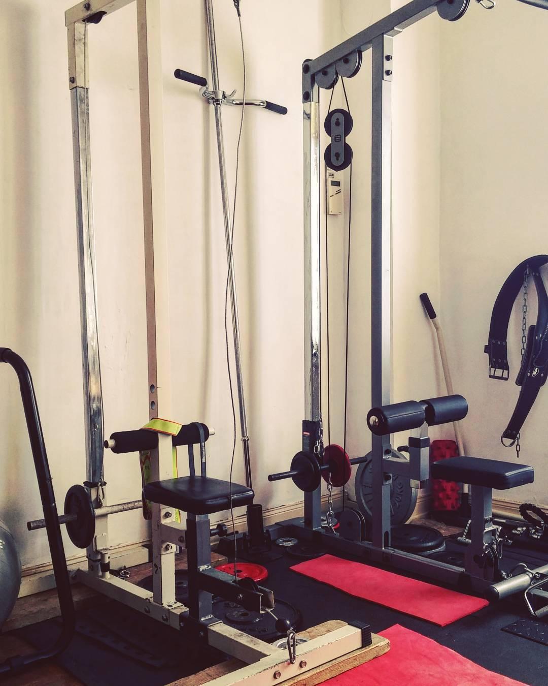 Muscler votre dos avec barre et halt res domicile la m thode street - Quelle machine a cafe acheter ...